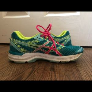 ASICS Running Sneakers in size 8.5!!